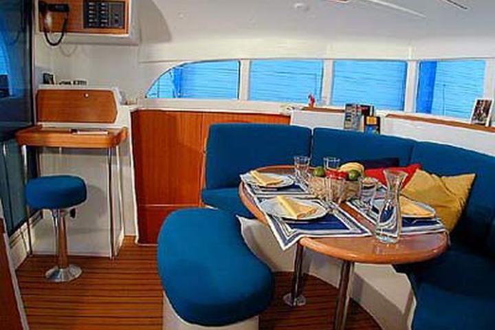 Lagoon 380 Cruising