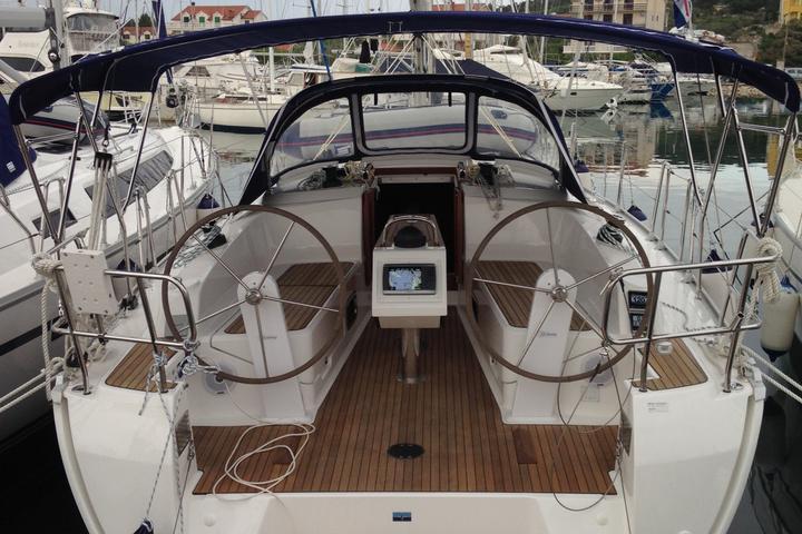 Bavaria Cruiser37